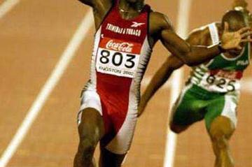 Darrel Brown (Trinidad) wins the World Junior 100m title (Getty Images)