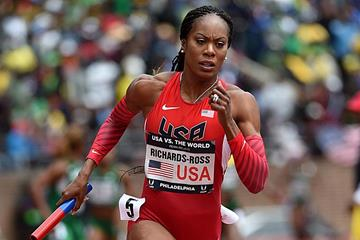 Sanya Richards-Ross in action on the final leg of the 4x400m at the 2016 Penn Relays (Kirby Lee)