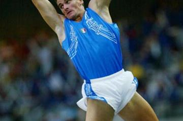Giuseppe Gibilisco of Italy wins the men's pole vault (Getty Images)