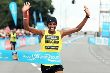 James Rungaru wins the 2014 Bupa Great South Run (Mark Shearman)
