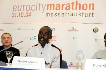 Ondoro Osoro - Frankfurt 2004 (Victah Sailer)