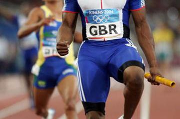 Mark Lewis-Francis anchors GBR to gold in the 4x100m relay (Getty Images)