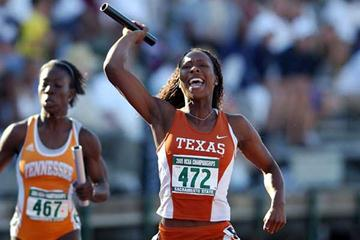 Marshevet Hooker of the University of Texas - 4x100m in NCAA 2005 (Kirby Lee/The Sporting Image)