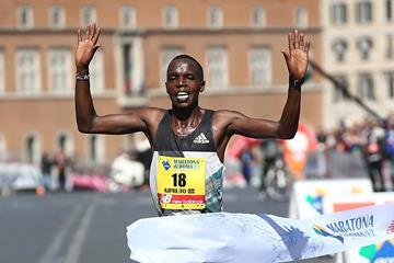 Amos Kipruto triumphant in his marathon debut in Rome (Giancarlo Colombo / Organisers)