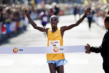 Marius Kipserem wins the 2016 MM Rotterdam Marathon (Getty Images / AFP )