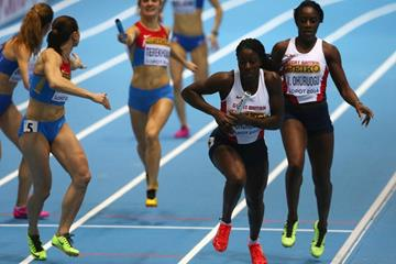 Victoria Ohuruogu hands over to Christine Ohuruogu in the 4x400m at the 2014 IAAF World Indoor Championships in Sopot (Getty Images)