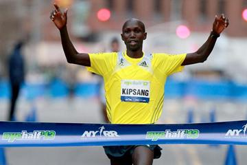 Wilson Kipsang winning at the 2013 NYC Half Marathon (PhotoRun-NYRR)