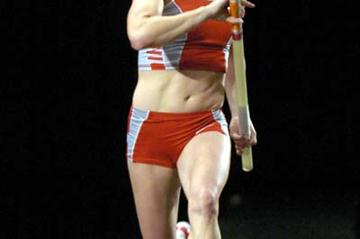 Dragila on the runway at the 2004 Pole Vault Summit (Kirby Lee)