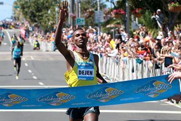 Dejen Gebremeskel wins 2014 Carlsbad 5000 (organisers / PhotoRun.net)