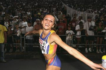 Ionela Tirlea after winning the 400m hurdles at the 1998 European Championships (Getty Images)