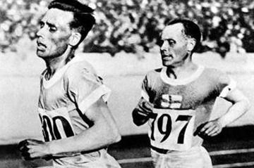 Ville Ritola leads Paavo Nurmi at the 1928 Olympics (Getty Images)