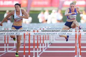 Sally Pearson and Michelle Jenneke in the 100m hurdles at the Australian Championships (Getty Images)