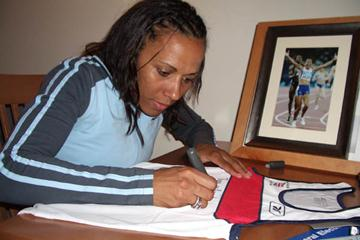 Kelly Holmes' donation to the IAAF (c)
