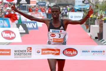 Robert Chemosin winning the 2016 Vienna City Marathon (Organisers / Victah Sailer)