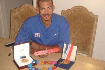 Felix Sanchez of the Dominican Republic donates his Sydney 2000 wristband to the IAAF (Felix Sanchez)