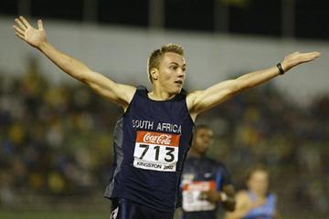 Louis van Zyl (RSA) wins gold at 400m Hurdles in Kingston 2002 (Getty Images)