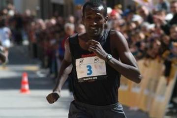 Imane Merga en route to the 26th Giro Media Blenio 10Km title (Lorenzo Sampaolo)