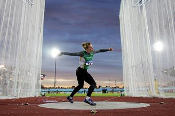 Dani Samuels of Australia on her way in winning the discus at the 2006 IAAF World Junior Championships (Getty Images)