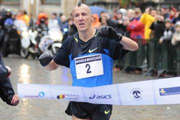 Rik Ceulemans wins the 2008 ING Brussels Marathon (Nadia Verhoft)