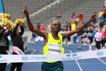 Abraham Cheroben winning the 2014 Berlin 25km (organisers / Victah Sailer)