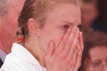 A disconsolate Paula Radcliffe after taking bronze in Women long cross (© Allsport)