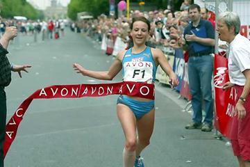 Sabrina Mockenhaupt wins Berlin women's 10km Avon race (Camera 4)