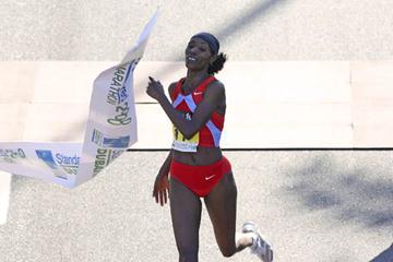 Berhane Adere celebrates winning the 2008 Dubai Marathon (c)