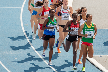 Adanech Anbesa leads the 1500m at the IAAF World U20 Championships Bydgoszcz 2016 (Getty Images)