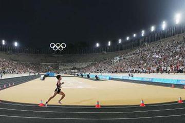 Mizuko Noguchi of Japan wins the Marathon in the Panathinaikos Stadium (Getty Images)
