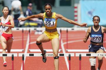 Kaliese Spencer of Jamaica in action in the women's 400m Hurdles (Getty Images)