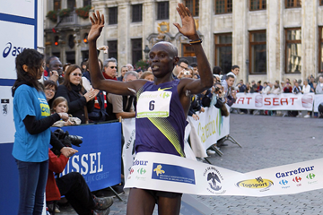 Levy Matebo Omari crosses the finish line in first place (AFP / Getty Images)