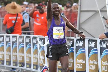 Sammy Kitwara wins the World's Best 10k (Rafael Luna)