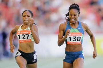 Allyson Felix edges Sanya Richards in the Stuttgart 200 (Getty Images)