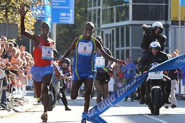 Close! Charles Kamathi edges Nicolas Chelimo Kipkorir in Eindhoven, with both clocking 2:07:38 (Nico Delmeire)