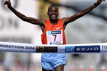 Dickson Chumba wins the 2014 Tokyo Marathon (Tokyo Marathon Foundation)