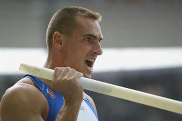 Roman Sebrle in action in the pole vault of the decathlon (Getty Images)