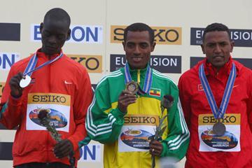 Leonard Patrick Komon (l) sharing the podium with Kenenisa Bekele and Zersenay Tadese (Getty Images)