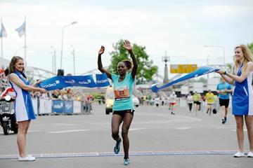 Tigist Teshome Ayanu wins the 2014 Nordea Riga Marathon (organisers)