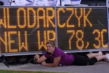 Anita Wlodarczyk with her World record numbers in Bydgoszcz (Piotr Sumara)