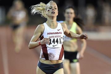 Dominique Scott wins the 5000m in Stanford (Randy Miyazaki)