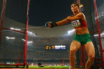 Aksana Miankova on her way to winning Olympic hammer gold (Getty Images)