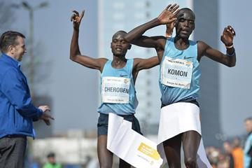 Leonard Komon winning the 2014 Berlin Half Marathon ahead of Abraham Cheroben (SCC Events / Petko Beier)