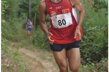 Ahmet Arslan of Turkey wins the men's title at the 2008 European Mountain Running Champs (Pete Hartley)