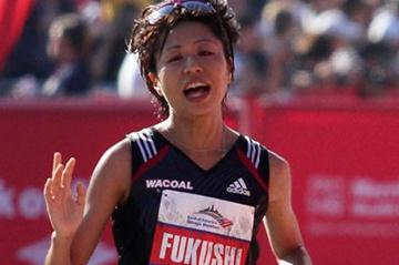 Kayoko Fukushi en route to 2:24:38 career best at the 2011 Chicago Marathon (Getty Images)