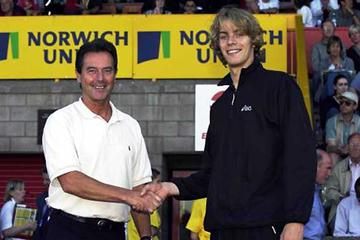 Lynn Davies (left) with Chris Tomlinson (Getty Images)