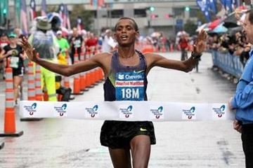 Bekana Daba takes down the Houston Marathon record with a sizzling 2:07:04 run (Victah Sailer)