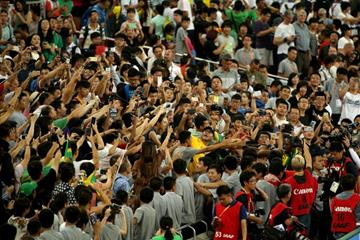Fans react to Usain Bolt's victory in the 200m at the IAAF World Championships, Beijing 2015 (Getty Images)