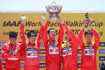 Chinese are presented with the men's 20km Team gold in Chihuahua (Getty Images)