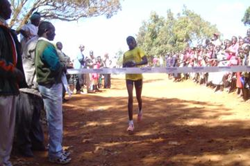 Doris Changeywo wins the 2005 Shoe4Africa women's 10km (Omulo Okoth)