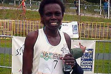 Salina Kosgei after winning the 2003 Amora Cross Country (P. Costa)